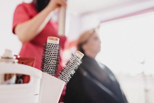 Przygotowanie włosów. fot. Packshots