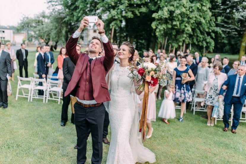 zaczarowane warkocze, fryzjer ślubny, fryzjer ślubny poznań, aga bondyra, pracownia zieleni, konturovnia, ślub w plenerze, panna młoda, real bride, bagatelka